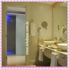 Banheiro super moderno e amplo